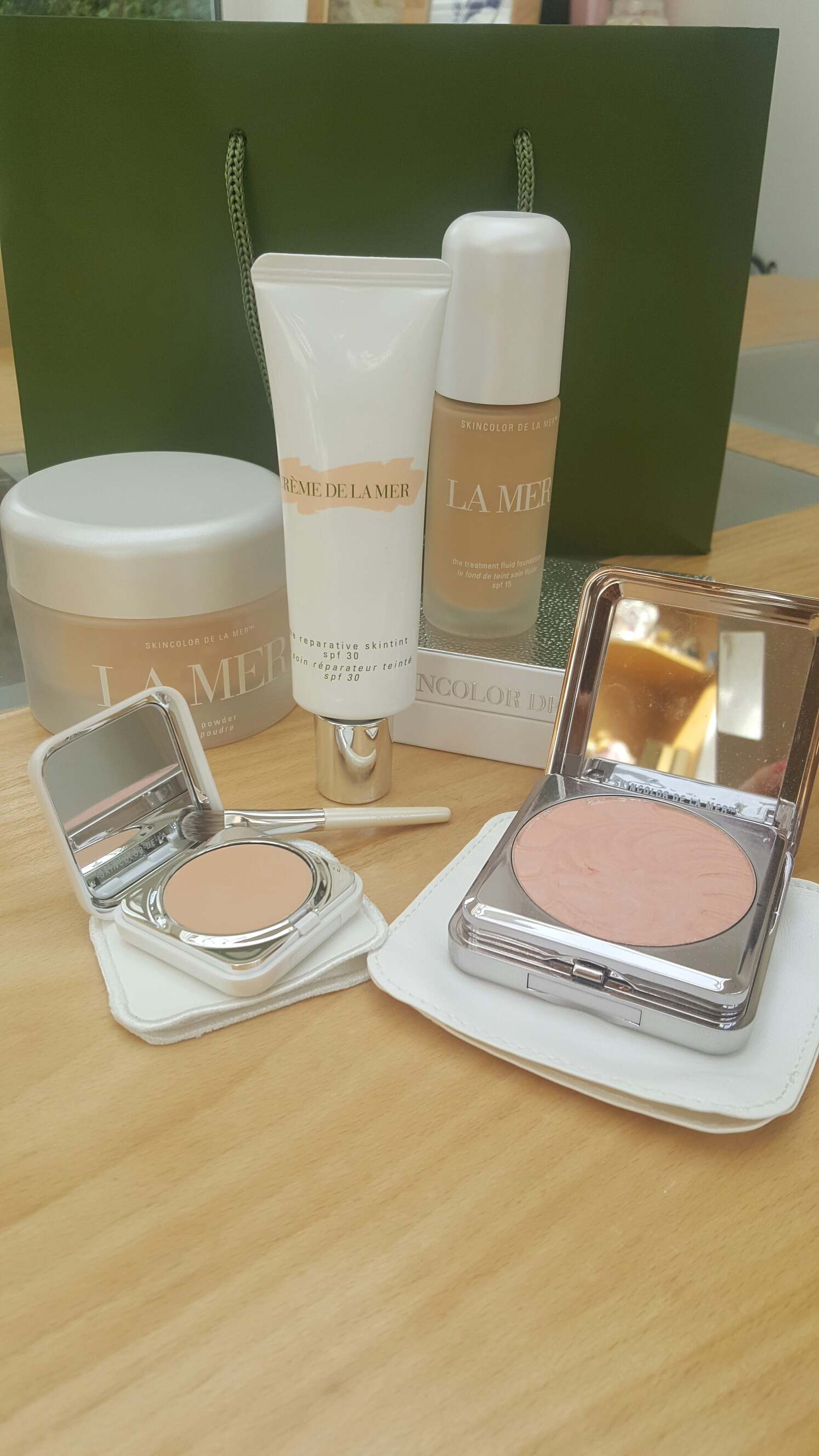 Creme De La Mer: Luminous SkinColor Review. | themakeuptent